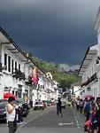 Donkere wolken boven Popayán