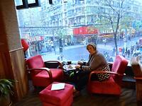 cappuccino met lekkere blueberry muffins in het hotel