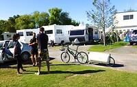 gesprekjes op de camping met medebewoners
