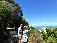 met Nederlanders genieten van het uitzicht op de Golden Bay