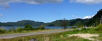 Wijnie gaat nog even zwemmen in Lake Rotoma, zonder badkleding