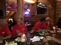 we eten hamburgers in een Grill Restaurant