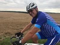 Gert heeft het weer erg naar de zin, fietsend door Noord Frankrijk