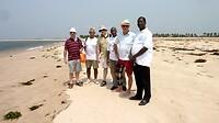 het medisch team met chauffeur van Ananse op een vrije dag