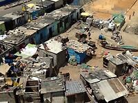 van bovenaf zien we de krottenwijk van Cape Coast