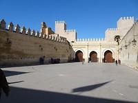 Stadsmuren buiten het koninklijke paleis