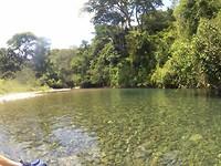 Verder op de rivier