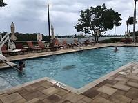 Zwembad bij het hotel in Marathon