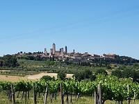 In de verte San Gimignano