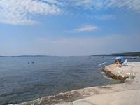 Op de eerste camping aan de kust van Kroatie lekker aan de zee