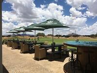 Golfbaan driving range anex terras