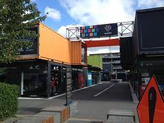 Tijdelijk winkelcentrum in containers