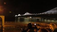 Hier zie je goed hoe de lichtjes van de Bay Bridge eruit zien