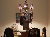 Hier moet zelfs de lamp dienen als wasrek....... Even snel een wasje op de hand gedaan.