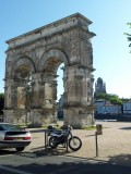 Saintes, Arc Germanicus en kathedraal