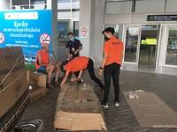 Fijn dat we hulp kregen om de fietsen in dozen te doen voor transport