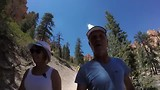 Onderweg naar de bodem van Bryce Canyon.
