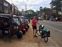 De tuc tuc is het plaatselijke vervoermiddel.