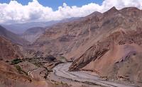 Onderweg hoog boven de vallei
