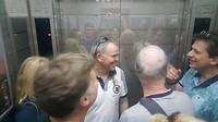 Hoeveel Aziaten en hoeveel Europeanen in een lift