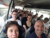 in de bus!