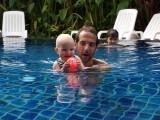 Lekker zwemmen met papa