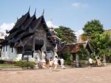Schitterende bijgebouwen bij Wat Phra Singh