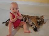 Helemaal blij met 'haar' tijger
