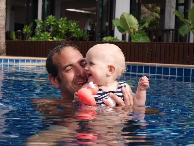 Pret in het zwembad