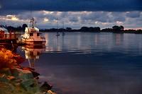 Het laatste daglicht over de monding van de Whakatane-rivier