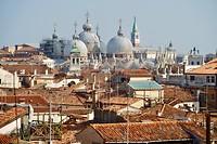 Daken en kerken van Venetië (1)