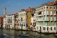 Prachtige gebouwen langs Canal Grande