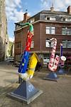 Drie saxofoons op een rijtje op de Place Collard - Rue Adolphe Sax (Letland, Griekenland en Kroatië)