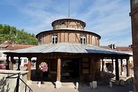 De vroegere markthal in Ervy-le-Châtel is nu Office de Tourisme