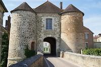 Porte St. Nicolas, restant van de voormalige vesting rond Ervy-le-Châtel