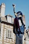 Standbeeld van Cadet Roussel, een 18e eeuwse deurwaarder en echte Auxerrois