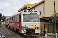 De bewaker bij het gebouw naast de trein heeft uitgelegd dat dit de lijn San José - Cartago is