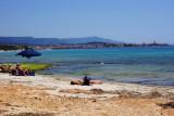 Blik op Alghero vanaf het strand