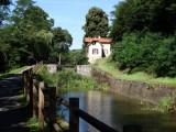Het oude kanaal met de vele schutsluizen