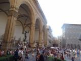 Mensen kijken op het piazza della Signoria