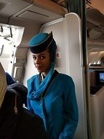 Stuwardes in Oman Air vliegtuig