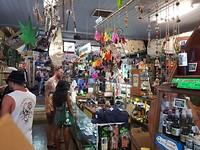 Cannabiswinkel, ook cannabiskleren te koop van de mannelijke plant.