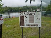 Er zitten veel krokodillen in zoals we later konden zien.