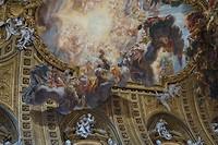 De kerk van Il Gesu. Help, wat erg..... ik hou meer van sobere kerken, maar Olphaert smult hiervan
