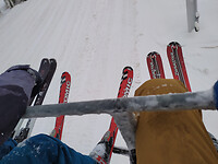 ski's vanaf de lift