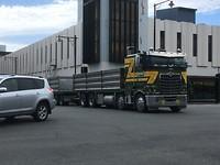 Vrachtwagens zijn hier wel stoer!