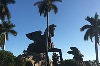 Het Pegasus & Draak standbeel