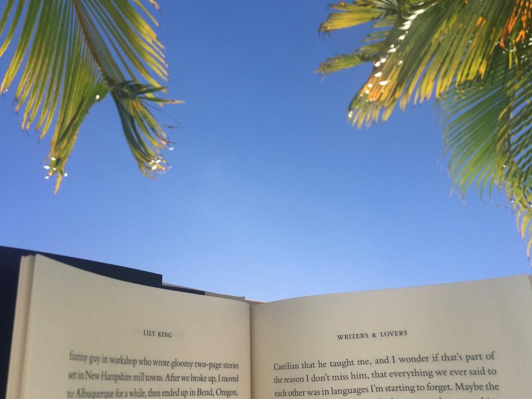 Lekker lezen bij het zwembad