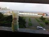 Hotel + flesje, maar nu met water uit de Stille Oceaan