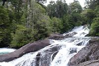 De watervallen in het regenwoud